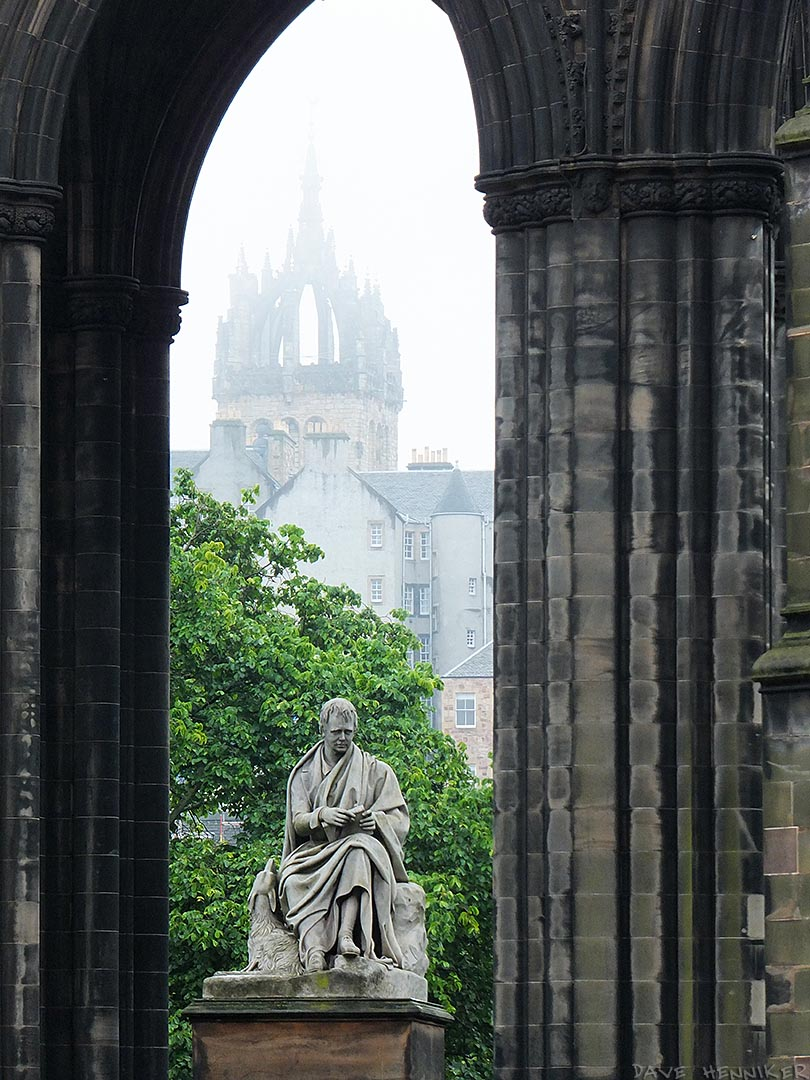 ScottMonument_mist
