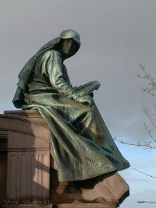 coates_cres-statue