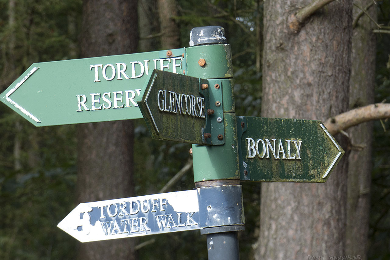Bonaly-main-path-signs