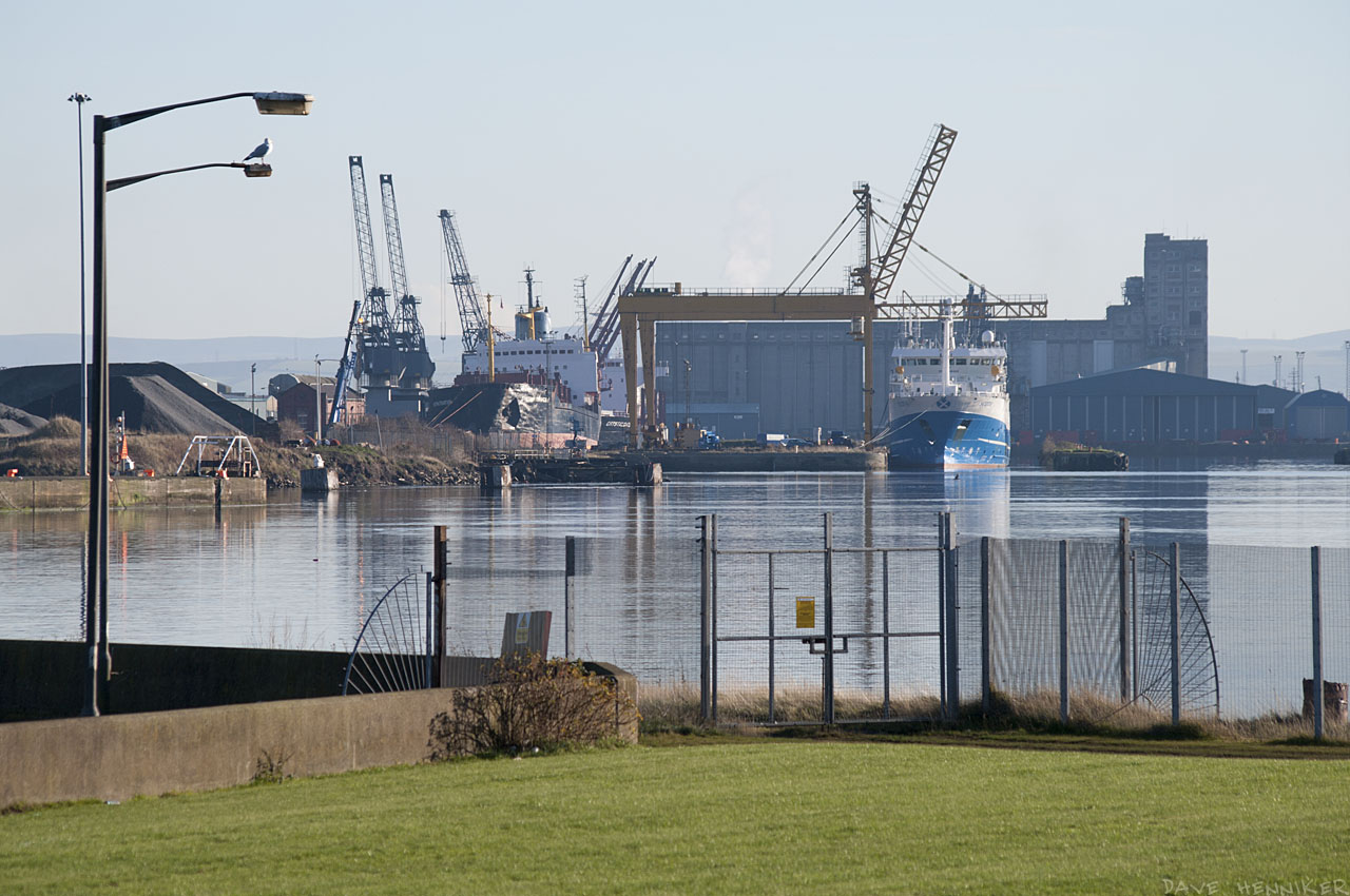 A final look across to the docks before heading back in Newhaven direction.