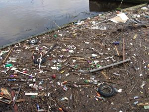 Hopefully this disgusting mess (only 120 metres from the Scottish Executive building) gets cleaned up every once in a while. It's sad that antisocial arseholes dump their rubbish in Edinburgh's river.
