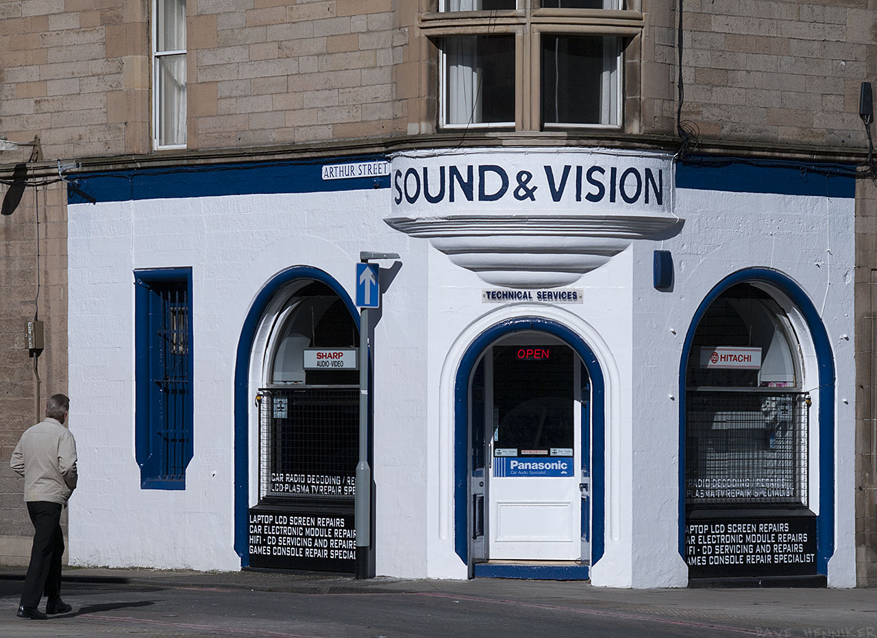 I'm always impressed by the immaculate paint job on this shop at the corner of Arthur Street.