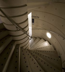museum_stair06