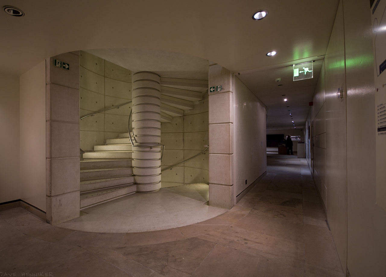 museum_stair07