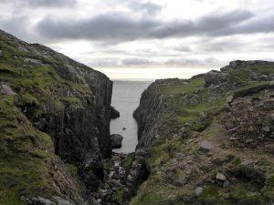75 Cleft in rocks